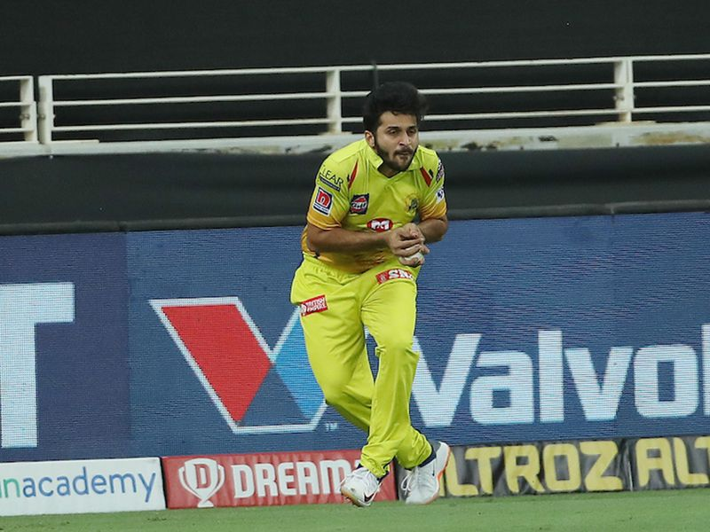 Shardul Thakur of Chennai Superkings takes the catch to dismiss Kane Williamson of Sunrisers Hyderabad during match 29 of season 13 of the Dream 11 Indian Premier League (IPL) between the Sunrisers Hyderabad and the Chennai Super Kings held at the Dubai International Cricket Stadium, Dubai in the United Arab Emirates on the 13th October 2020. Photo by: Ron Gaunt / Sportzpics for BCCI
