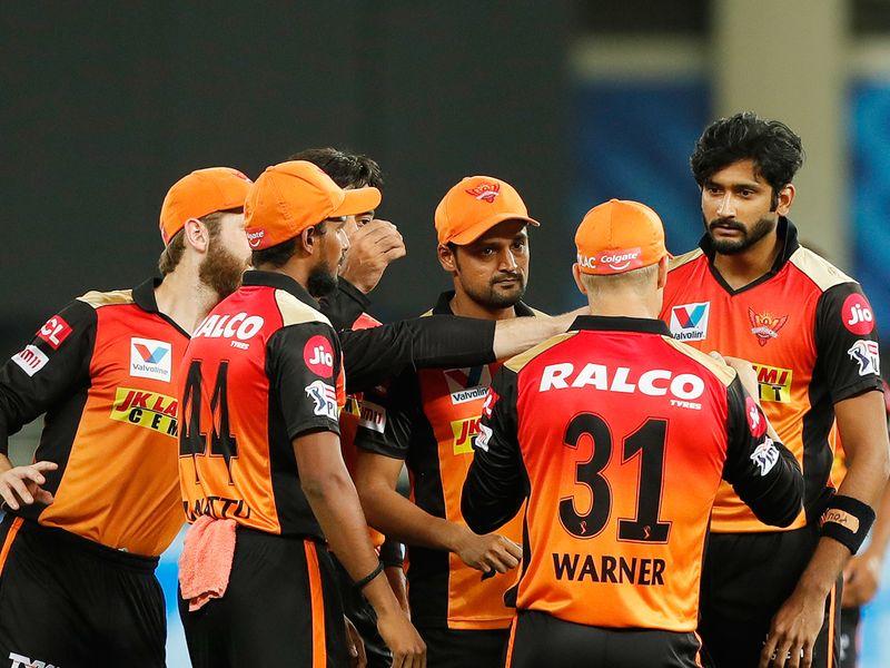 Sunrisers Hyderabad players celebrate the wicket of Ambati Rayudu