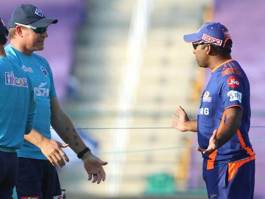 Mahela Jayawardene, head coach of the Mumbai Indians, speaks Ryan Harris, bowling coach of Delhi Capitals.