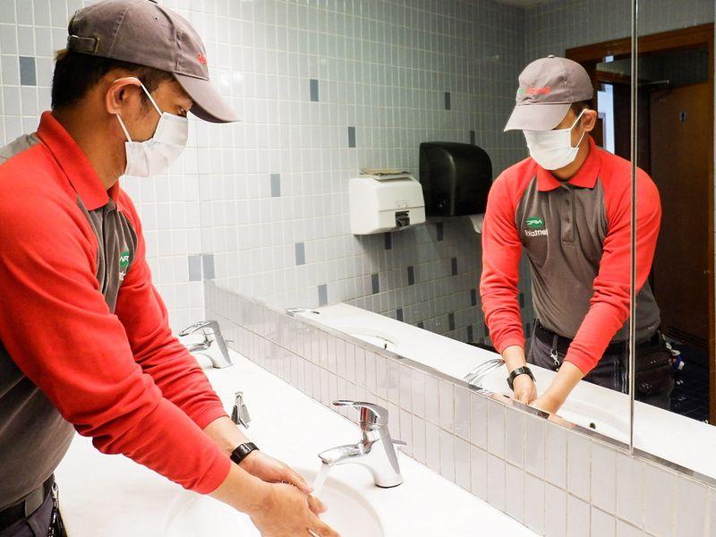 NAT tech 2 washing hands-1602762850115