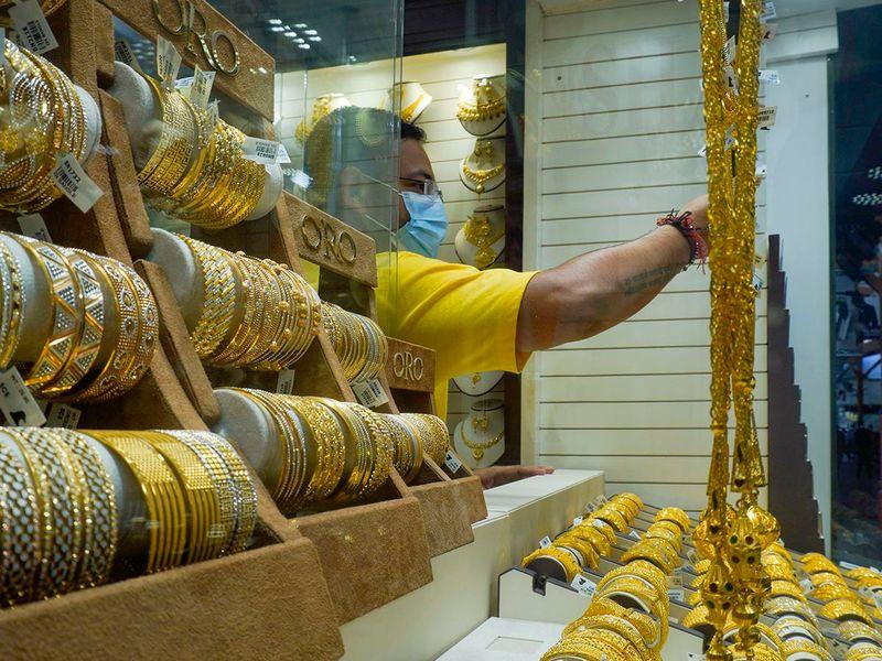 STOCK Dubai gold shopping