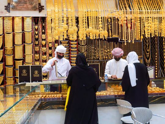 STOCK Dubai gold shopping