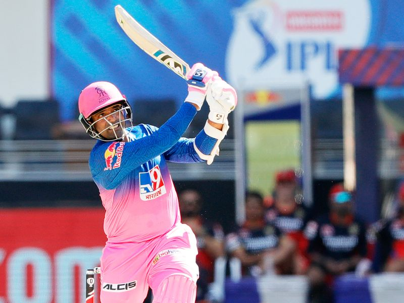 Robbin Uttappa of Rajasthan Royals hits a six.