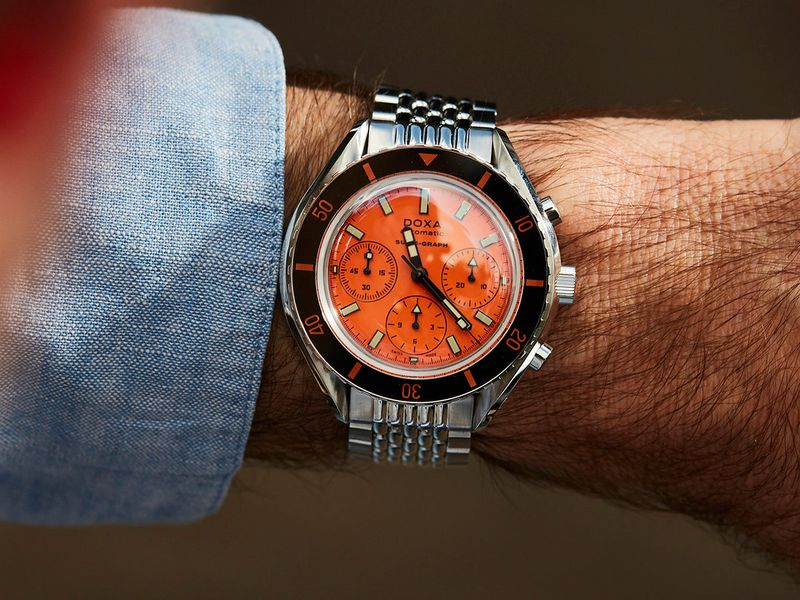Doxa-Sub-C-Graph-55534-orange-wristshot