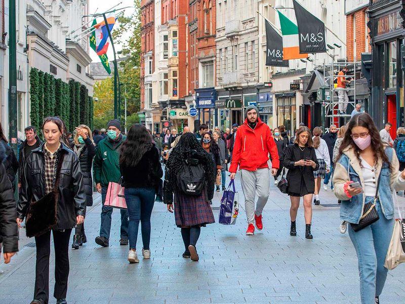 Ireland Dublin shoppers