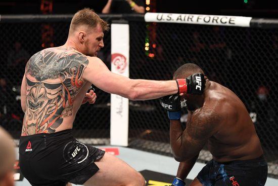 Alexander Volkov takes down Walt Harris
