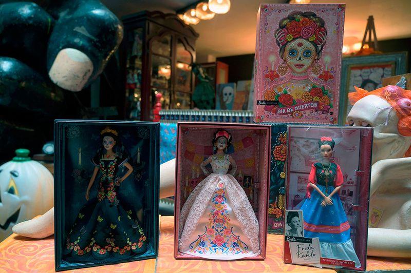 Dia De Muertos Barbie gallery