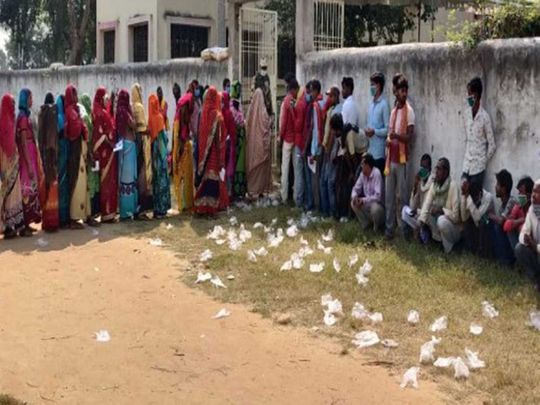 Bihar gloves polling booth