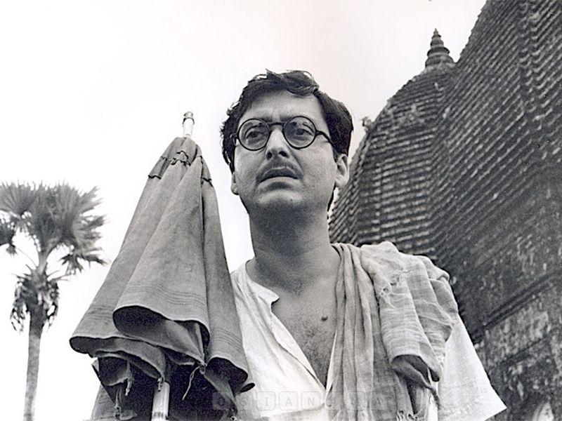 Soumitro Chatterjee in Ashani Sanket