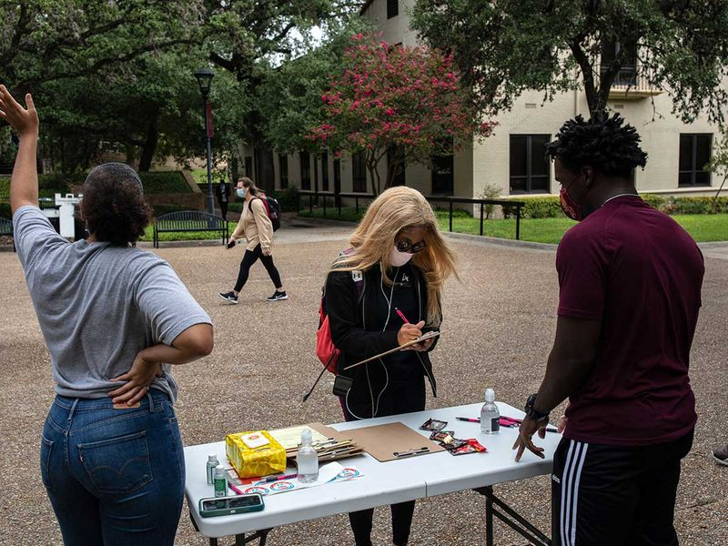 Texas students register vote US polls