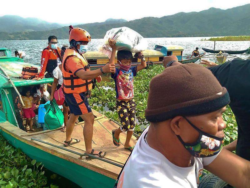 Philippines_Asia_Typhoon_42704.jpg-1068d