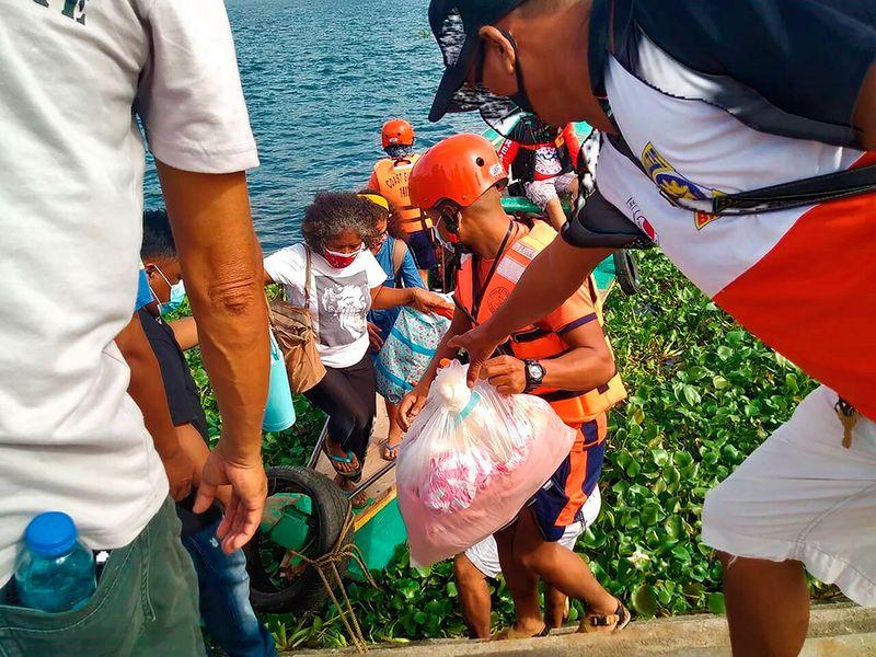 Philippines_Asia_Typhoon_94430