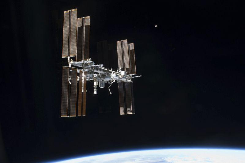 Copy of Living_in_Space_20_Years_16260.jpg-96343-1604405718932