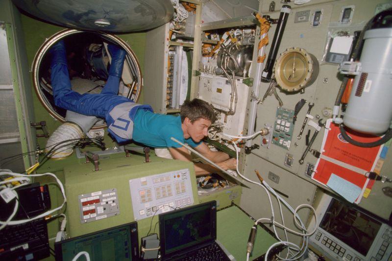 Copy of Living_in_Space_20_Years_24946.jpg-09c32-1604405728300