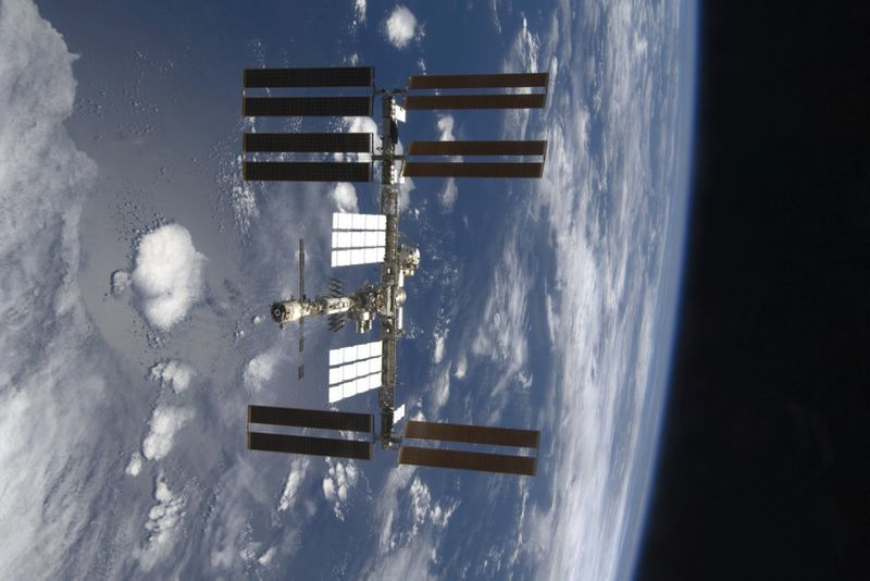 Copy of Living_in_Space_20_Years_24962.jpg-595dc-1604405732649