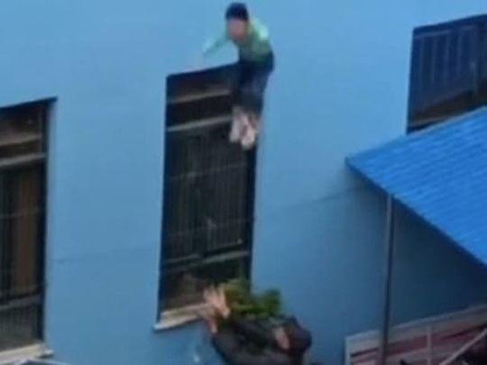Kindergarten student jumps off school building in China
