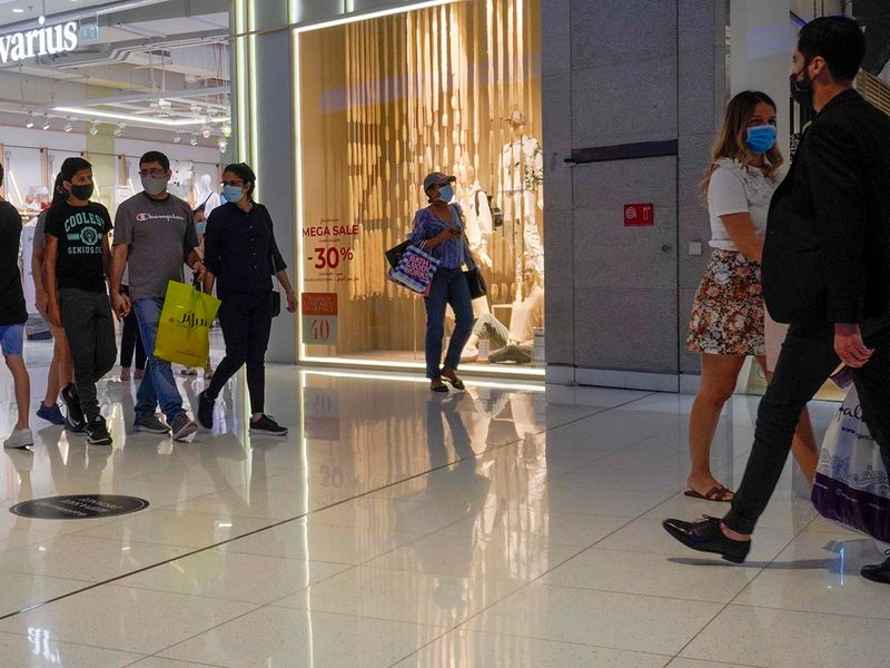 Stock Dubai shopping shoppers economy