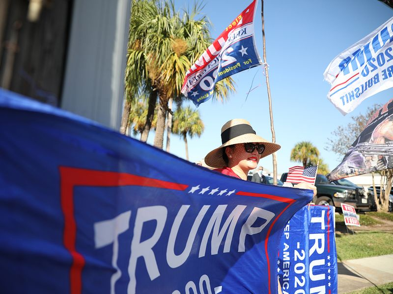 201104 Trump fan