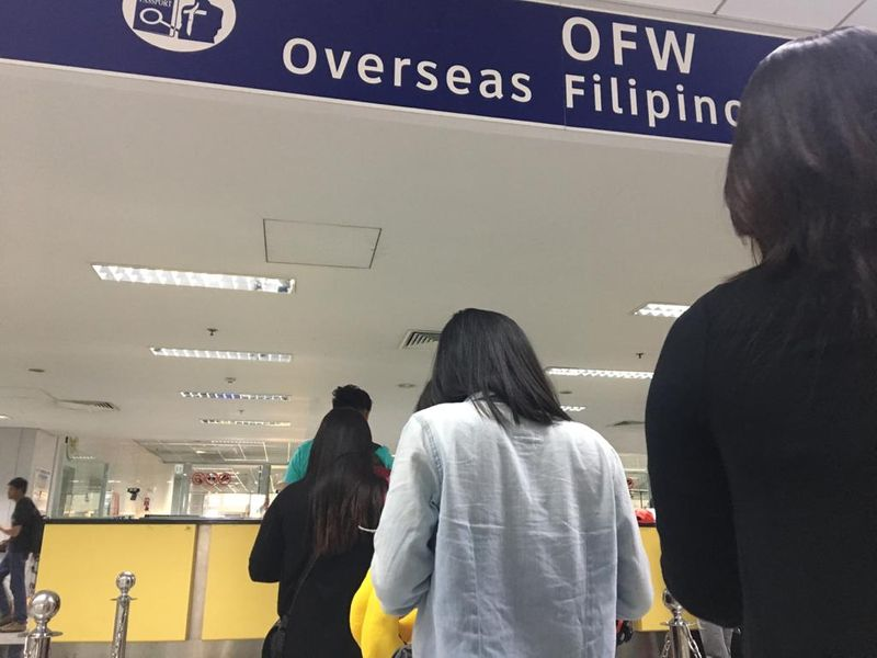 A queue for overseas workers at the Manila Airport Terminal 3.