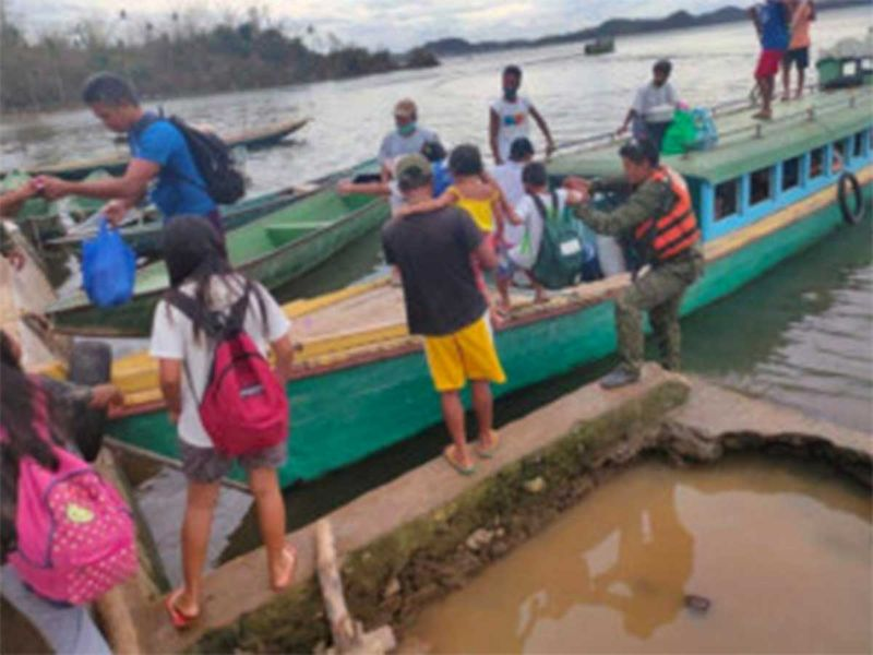 20201111 evacuees in buhi