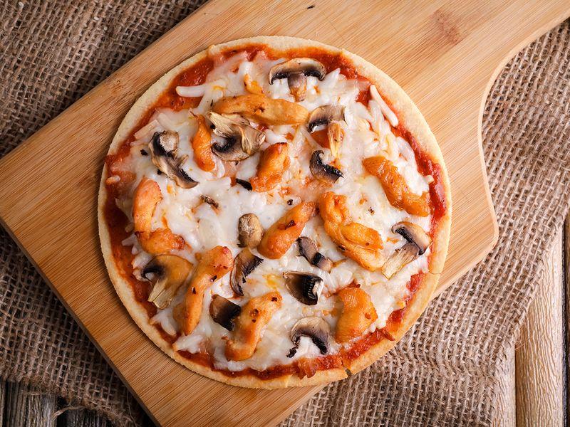 Keto Spicy Chicken Pizza on Keto Dough