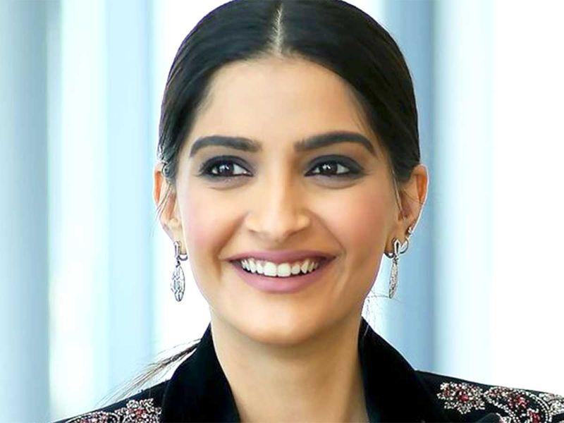 20201116 Sonam Kapoor