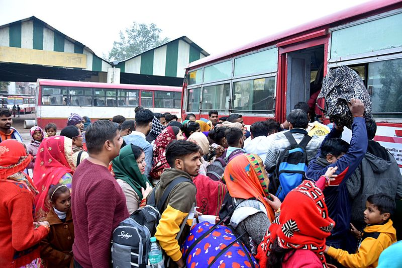 A rush of passengers to board roadway buses