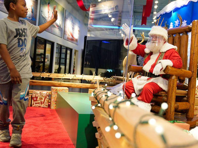 Mall santa gallery
