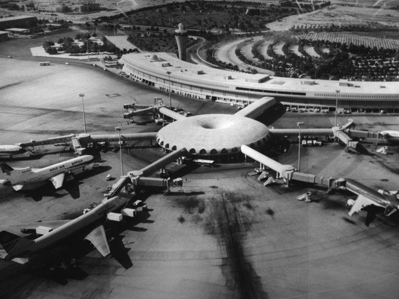1982 ABU DHABI INTL AIRPORT-1605797583020