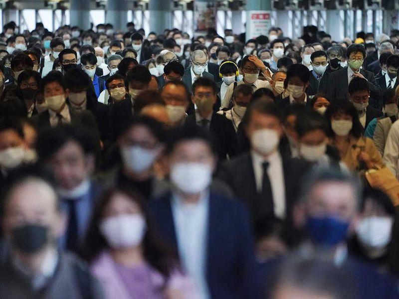 Japan train subway mask covid