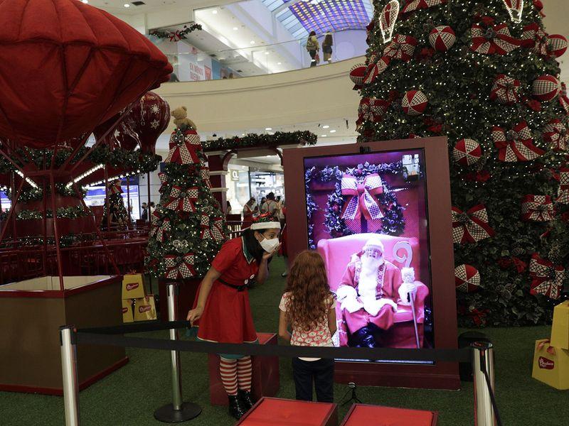 Santa goes virtual gallery