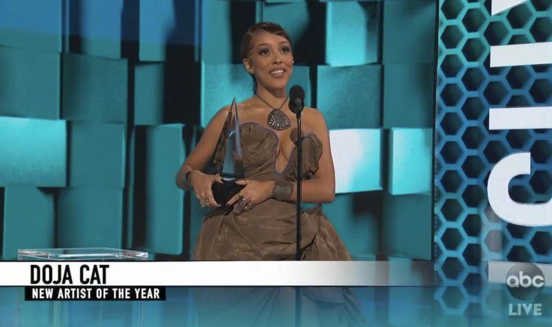 Copy of 2020_American_Music_Awards_26433.jpg-f770f-1606114575464