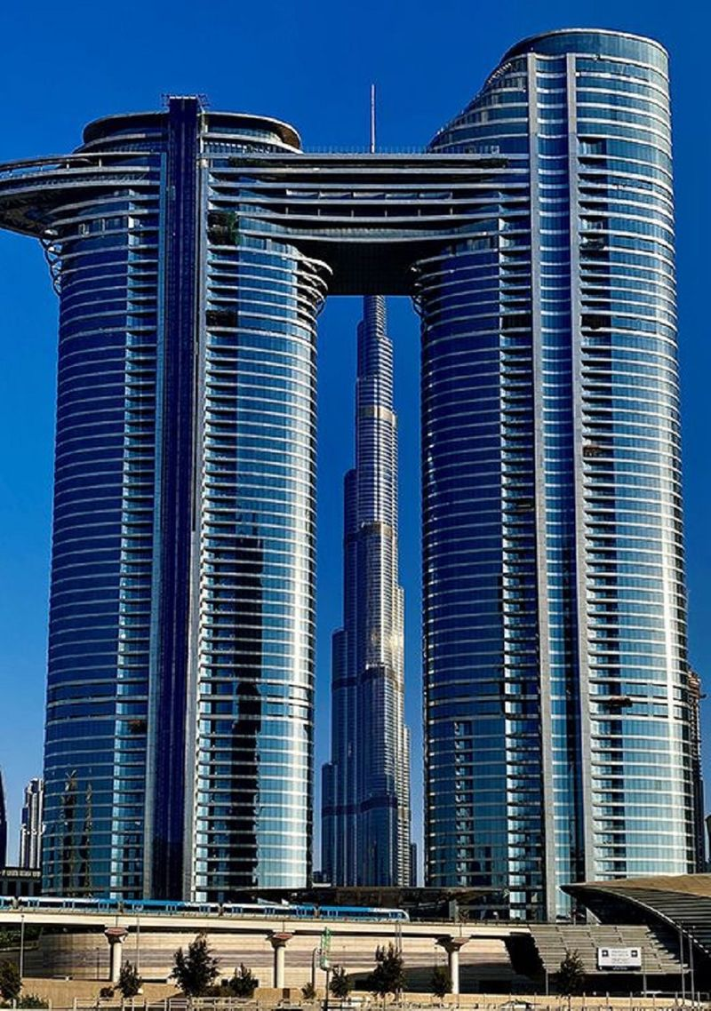 The Burj Khalifa as framed by the twin buildings in the complex.