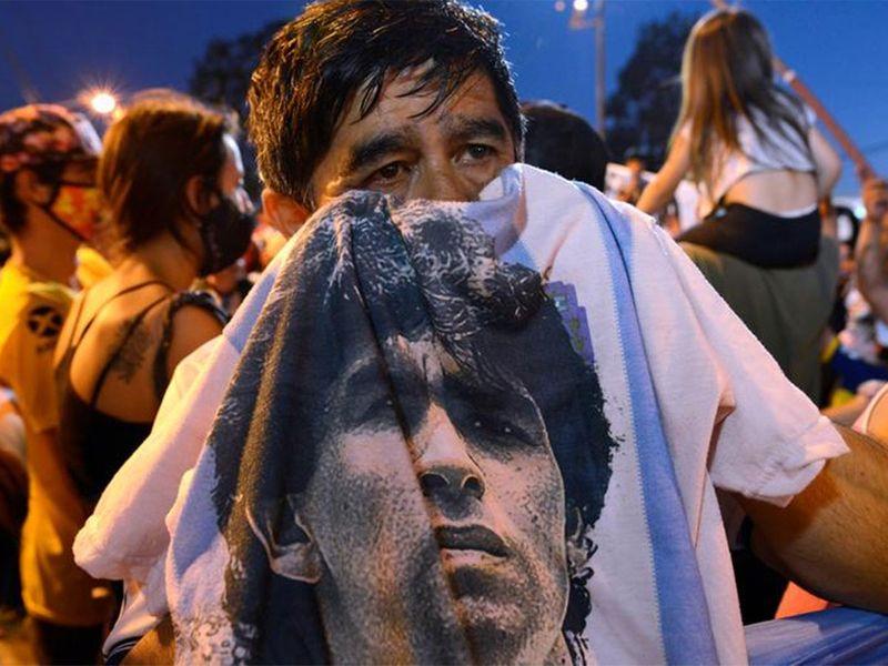 20201126 diego maradona fans