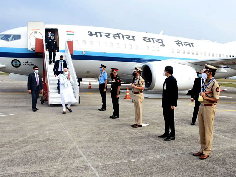 Prime Minister Narendra Modi arrives in Pune to visit the Serum Institute of India
