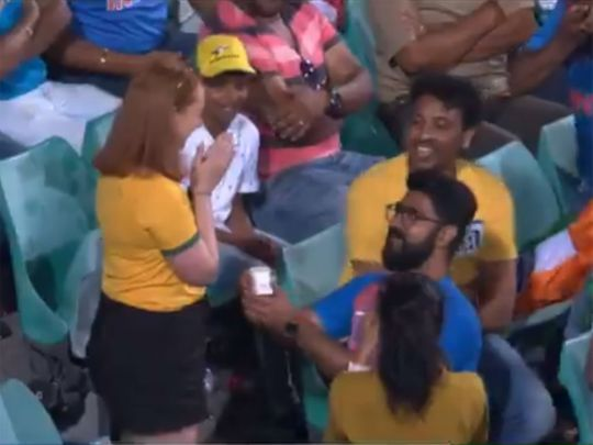 Marriage proposal during second ODI at Sydney Cricket Ground wins hearts