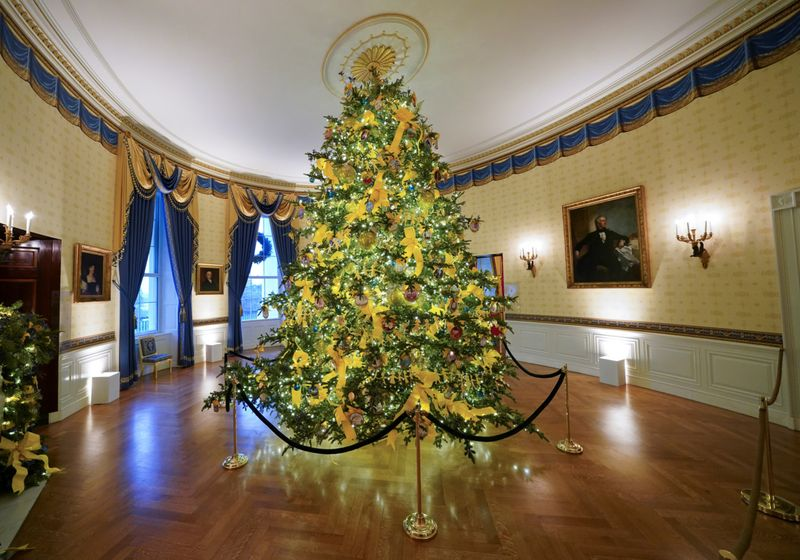Whitehouse Christmas Trees 2021 In Pictures 2020 White House Christmas Decorations News Photos Gulf News