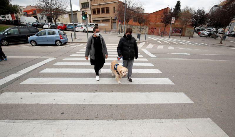 Copy of 2020-12-01T094618Z_441596249_RC29EK9YE4T0_RTRMADP_3_HEALTH-CORONAVIRUS-SPAIN-THERAPY-DOGS-1606899564690