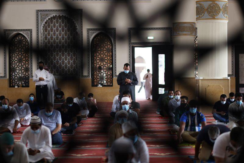 NAT 201204 Friday Prayer Blue Mosque CE002-1607073595448