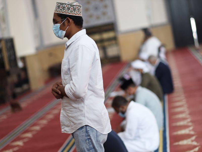 NAT 201204 Friday Prayer Blue Mosque CE017-1607073599478