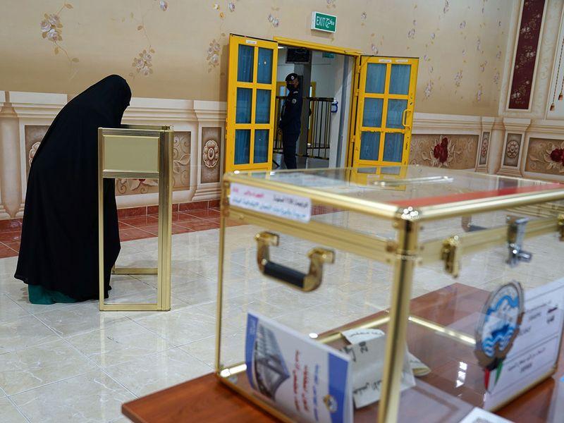 A Kuwaiti woman casts her ballot
