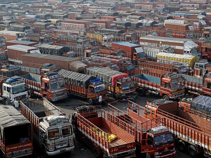 Mumbai trucks farmers strike