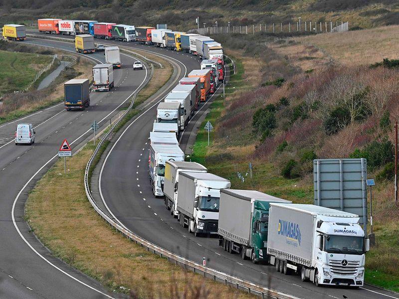 20201211 snake of lorries