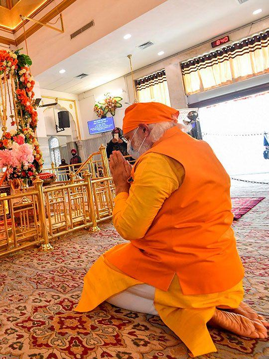 Modi in Gurudwara Rakabganj