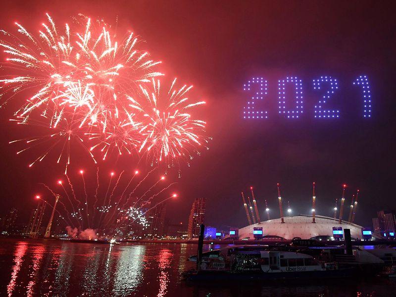 APTOPIX_Virus_Outbreak_Britain_New_Year_97184