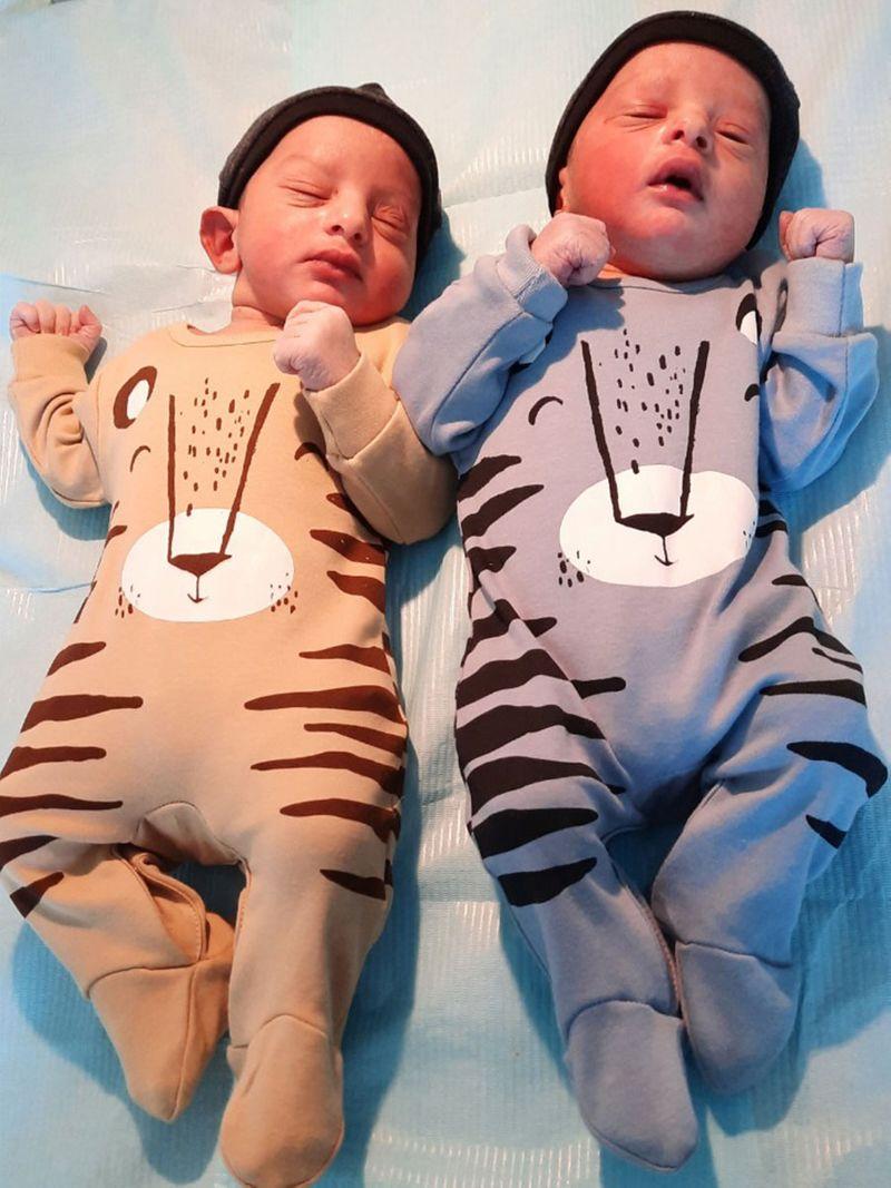 Emirait-twins