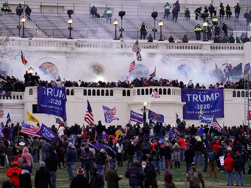 20210107 violent protesters