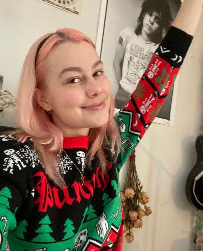 Phoebe Bridgers Christmas sweater-1610351644798