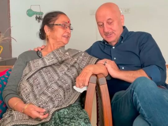 Anupam Kher and parent  Dulari