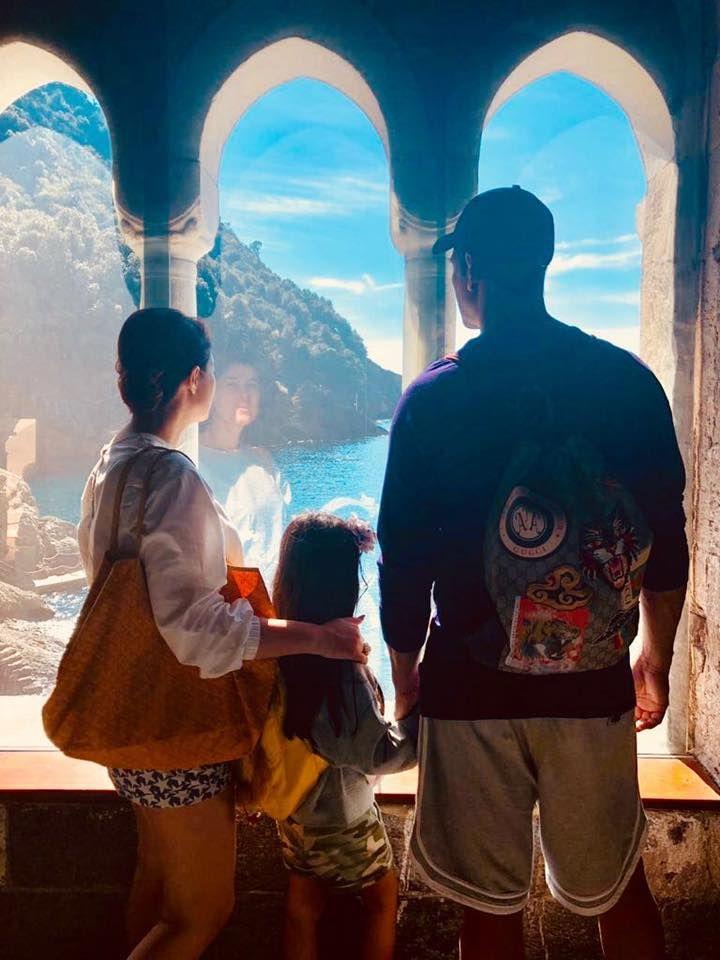 Twinkle Khanna with Akshay Kumar and daughter Nitara